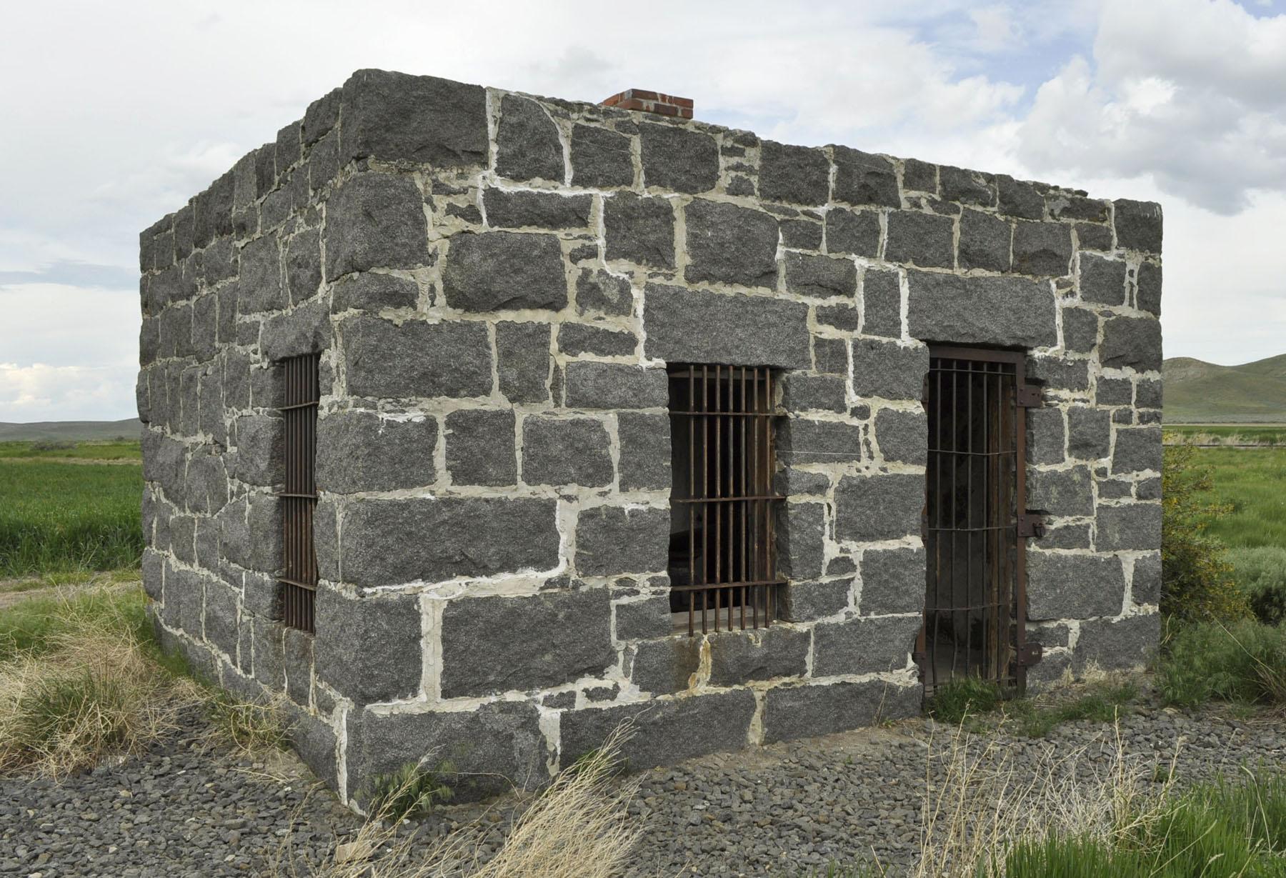 Granite quarry jail 0107