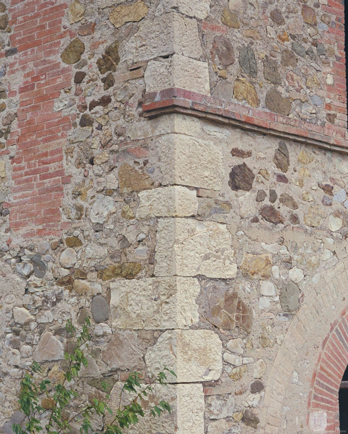 Stone masonry in tuscany select stone for Brick quoin corners
