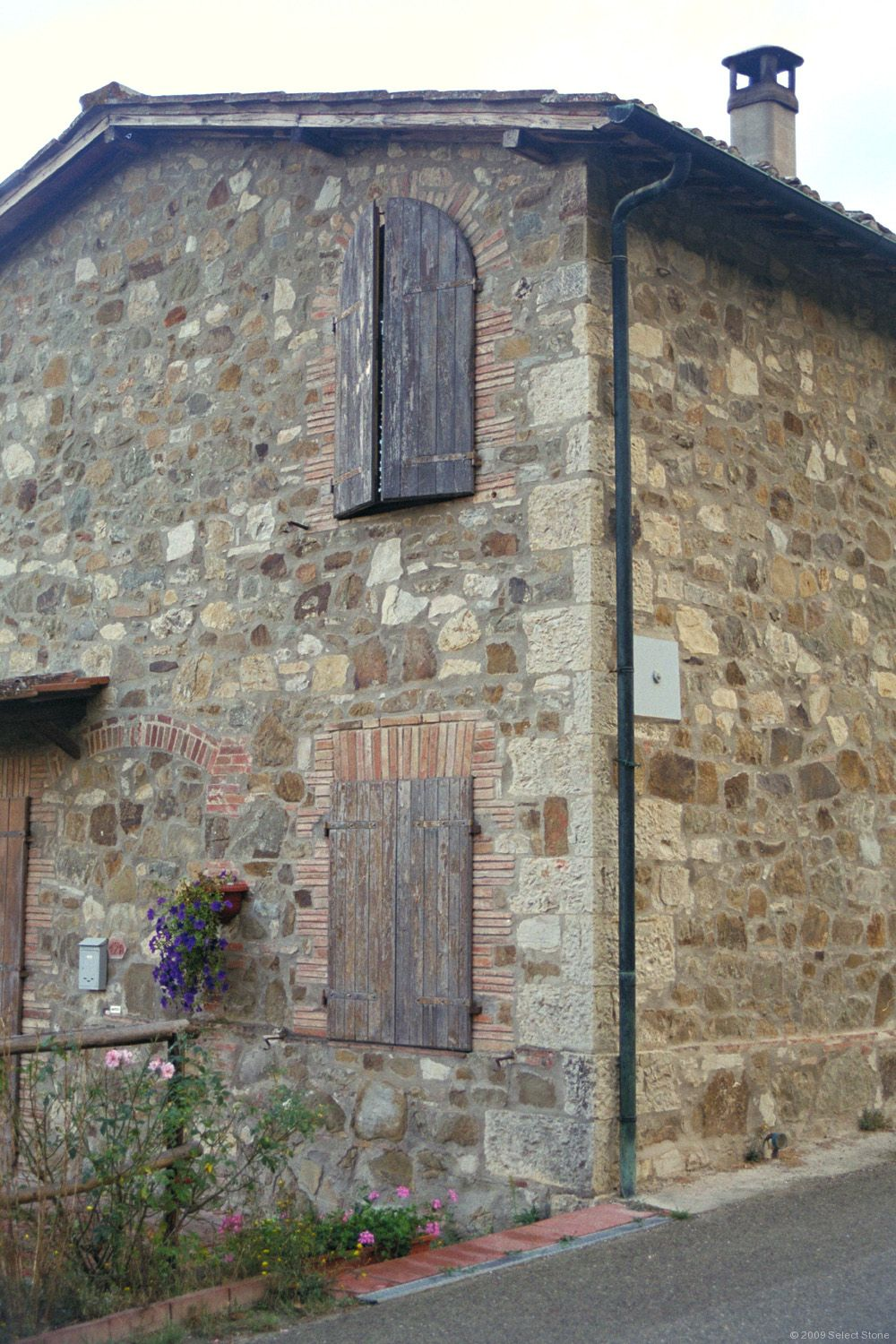 Stone masonry in tuscany select stone for Building a stone house