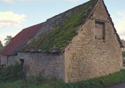 An ancient barn north of Bibury.