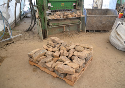 Homestead Ledge is the smaller wall stone that is produced.