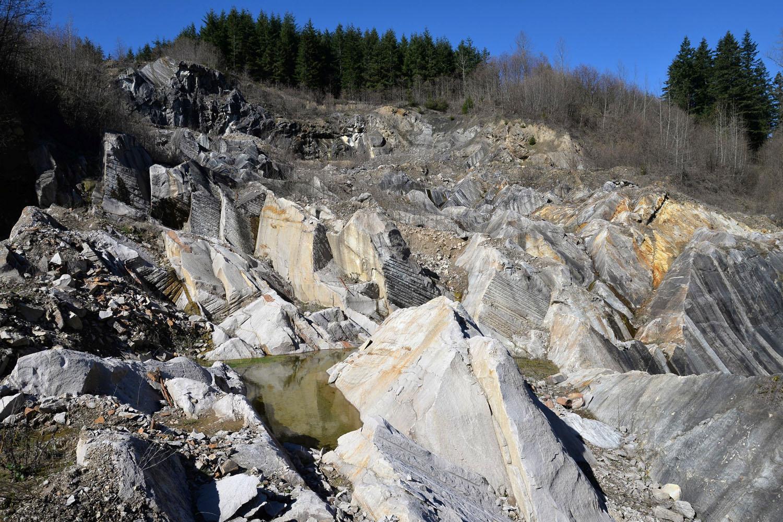 Sandstone quarry 8213